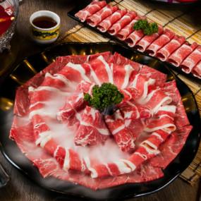 堪稱台版海底撈只在西門、東區才有!只要350元超高CP值麻辣鍋「問鼎」,生日壽星就送美國SRF極黑和牛。