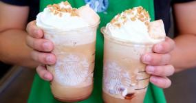 星冰樂控「第二杯半價」不等了!美國爆夯「烤棉花糖咖啡星冰樂」台灣終於開賣了,超療癒「星巴克兔兔杯」填滿你的星巴克杯牆。