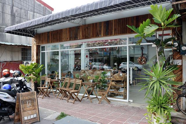 咖啡廳門口