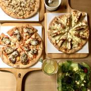 新竹美食。Family Pizza手工窯烤比薩 光復店。新竹創意比薩口味龍頭教主。麻辣臭豆腐比薩。三星蔥鴨賞比薩。剝皮辣椒肉比薩[Miss 飛妮]