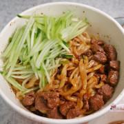 松山區美食「老北京炸醬麵館」遵循真正老北京原汁原味 小店的用心物超所值