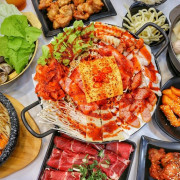 韓式料理140元起吃到飽!超狂份量部隊鍋銅盤烤肉,白飯、烏龍麵、飲料、冰淇淋免費續