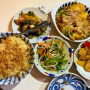 『新竹美食』- 東門市場の【東也higashiya小鉢料理】✖ 蒜頭飯 & 馬鈴薯燉肉非常可以 ✖ 一日美食旅遊之小鉢料理吃起來