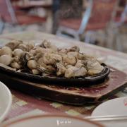 田中漁夫|屏東海鮮|恆春美食|無菜單料理|鐵板鮮蚵、涼拌花枝、松露海鮮燉飯都推!