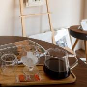 東勢街上新開的咖啡店,清新優雅的空間裡品一杯手沖咖啡
