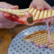 歐浮找餐-大同店|台北橋下的美味早餐店!美味西式燒餅一吃就愛上~絕對不能錯過超誘人的麻糬熱壓吐司!
