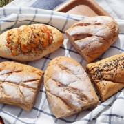 新竹香山平價好吃的歐式麵包賣完為止,麵包最便宜只要三十元!新竹麵包店推薦雅米烘培屋 - ㄚ綾綾單眼皮大眼睛