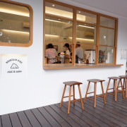 Mountain Kids Chill & Relax -六張犁嘉興公園旁,明亮戶外座位區的山小孩咖啡店