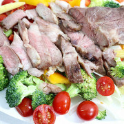 KitchBot麒趣|西班牙伊比利豬|厚切2.5公分豬肉排|西班牙的國寶級食材|豬肉界的愛瑪仕或是勞斯萊斯|大理石紋般的油花|鮮香彈脆|自然榛果香鮮甜
