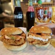 BURGER OUT - 信義區最強炸雞漢堡,與炙燒明太子、煙燻鮭魚搭配的極致享受 ! 台北信義美食推薦,美式漢堡推薦