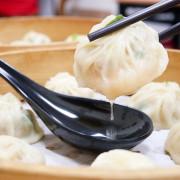 台中北區手工湯包推薦,是中原夜市超夯的湯包分店,近東興市場、中國醫,湯汁超多超療癒,玉米起司跟湯包竟然這麼搭-御冠園手工湯包