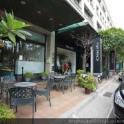 吃。台南 千層蛋糕・咖啡・甜點「深藍咖啡館」。