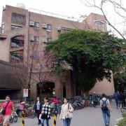 (胖樺遊記)四季如春「台灣大學」校區。杜鵑花季正開始,還可抓到賞櫻末段時光,萬紫千紅的繽紛炫爛適合闔家來訪