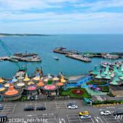"""【 新北。石門】富基漁港。50頂鋼構""""墨西哥帽""""造型的「富基漁港魚產品銷售中心」。北海岸小漁港"""