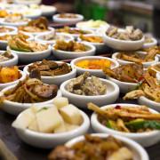 韓式·食話食說|朝鮮味,五十道小菜無限吃到飽,CP值超高韓國料理/忠孝敦化/國父紀念館/東區美食/