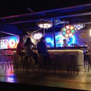 悠閒的夜晚在華山喝杯「小酒」
