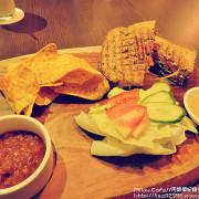 食記★Pillow Cafe 有好吃的三明治及可愛的柯基犬!!