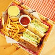 R-Star Coffee。喵星人咖啡廳,與貓同樂,獨特野菜籃三明治,野餐郊遊,整面花牆,ig熱門打卡景點,寵物友善餐廳!