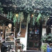[台中西區]R星咖啡 R-Star Coffee~繽紛少女心的貓咪餐廳,滿滿的喵陪吃飯,餐點好吃,少女瘋狂拍照的地方