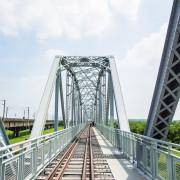 |高雄景點|大樹舊鐵橋天空步道,在濕地公園野餐、奔跑,還能漫步鋼架鐵橋步道看火車 - 阿婷的旅行札記。
