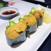 [台北日式]海膽大塊新鮮又美味/東區老字號日本料理「三牛日本料理」鮭魚卵/海膽/大蝦/星鰻/比目魚/和牛/烤魚/蒸物/握壽司