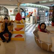 台北室內免費旅遊景點 免費看龍貓公車站牌、龍貓公車、大龍貓、無臉男的橡子共和國,香檳塔瀑布、童話馬車、旋轉蛋糕塔