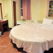 【台南住宿】太子大飯店,位在海安路旁友愛街巷弄中,附停車場與台南人氣早餐徐媽媽早點,有年代的平價飯店住宿
