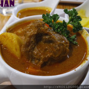 【台南東區 家咖哩】 肉燉煮的軟嫩剛剛好,可以無限續醬續飯,吃得好滿足啊!!!