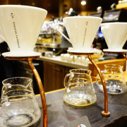 星巴克龍門新概念店-第一家手沖咖啡全新概念-人很多不方便拍照