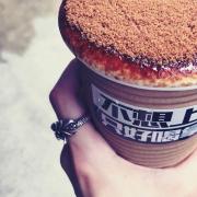 【 台北 內湖 】不想上班只好喝拿鐵。超厚實 x 甜滋滋黑糖拿鐵