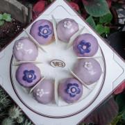 『Vanessas Bakery 凡內莎烘焙工作室X魔王佩』母親節的祝福 來自普羅旺斯熏衣草甜禮 薰衣草焦糖洋梨生乳酪蛋糕『內文有店家資訊』