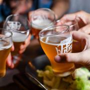 【中肯‧食記】二訪!市民大道‧bEEru 啤調客精釀啤酒屋|玩味「新」台菜配精釀啤酒‧自由拉霸飲必魯超HIGH!