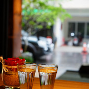 台中美食~水光鹽 Cafe Mamas food Champange有著陽光、空氣、花和水 台式辦桌菜優雅西吃 台中少有的維也納焙咖啡充滿質樸率真的溫度感