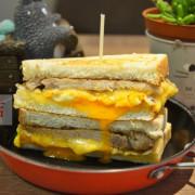 [三重  餓店碳烤土司] 隱身巷弄的低調早餐店  多款創意吐司 還有超療癒系熊泡澡咖啡