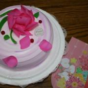 全省高雄=<吃飽>伊莎貝爾ISABELLE-花戀香芋~母親節蛋糕推薦*用心呈現出好蛋糕,扎實的芋頭餡搭配不甜不膩的奶油,讓你完整表達對母親的愛=