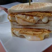【台北】中山區熱門美食,就算早起排隊,也要吃到的爆蛋起司炭烤吐司!! 起司瀑布流下來了!!『可蜜達Comida炭烤吐司』