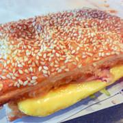 肯德基早餐「總匯歐姆蛋燒餅套餐」--- 外酥內軟豐富多層次好滋味!