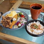 《捷運板南線/江子翠站美食》板橋早午餐新開店~1925CAFE給你居酒屋的早午餐新菜色!