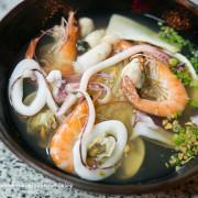 湯鮮味美的海產粥&海產意麵。消夜的好選擇。佰九海產粥