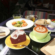 【D.G Café】大稻埕咖啡 迪化街咖啡 南法鄉村風咖啡廳 都市中的秘密花園 一秒置身國外 享受花園玻璃屋的愜意時光
