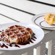 【男子的日常生活】Ray Cafe,台北東區平價咖啡店,白色貨櫃小屋載著比利時鬆餅與法國老奶奶蜜檸檬滋味。冰滴咖啡/配方豆(文末抽獎囉)