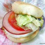 麥當勞2016 年終限時大回饋「活力早餐優惠」---買任何早餐套餐加NT$35,享原價 NT$53的「豬肉滿福堡加蛋」