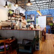 【台中西區】民生咖啡People&Life.Cafe-復古氛圍老屋咖啡館.加入許多老傢私元素.展區牆.餅乾吐司咖啡香.近向上國中.美軍豆乳冰旁