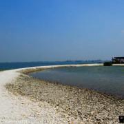 【屏東。東港】海中珍珠蚵殼島。蚵殼堆成的人造島。大鵬灣旅遊景點