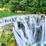 【新北市平溪區 / 戶外旅行 / 十分瀑布】 搭乘平溪線小火車踏青去 十分瀑布 步道 觀瀑吊橋