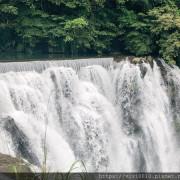 圓圓家出去玩-<新北景點>臺灣最大簾幕式瀑布,十分瀑布傾瀉而下,氣勢磅礡,假日踏青好去處