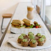 【中山國中】★4 MANO CAFE★抹茶麻糬鬆餅香甜Q彈,純白色系咖啡館好迷人呀|早午餐 下午茶 甜點 硬骨魚覓食中