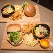 【食記】{高雄。鼓山區}迷彩風格的Capa Deli Cafe 美式漢堡