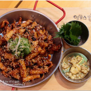 【台北信義食記】UNCLES 魷魚大叔(布帳馬車店)。感受韓國路邊攤的復古風,辣味十足好吃