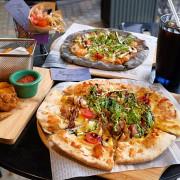 《嘉義♥食記》幸福PIZZA1號店。只要150元,吃食尚玩家也推薦的純手工龍眼木窯烤披薩,還有美美的浪漫乾燥花!